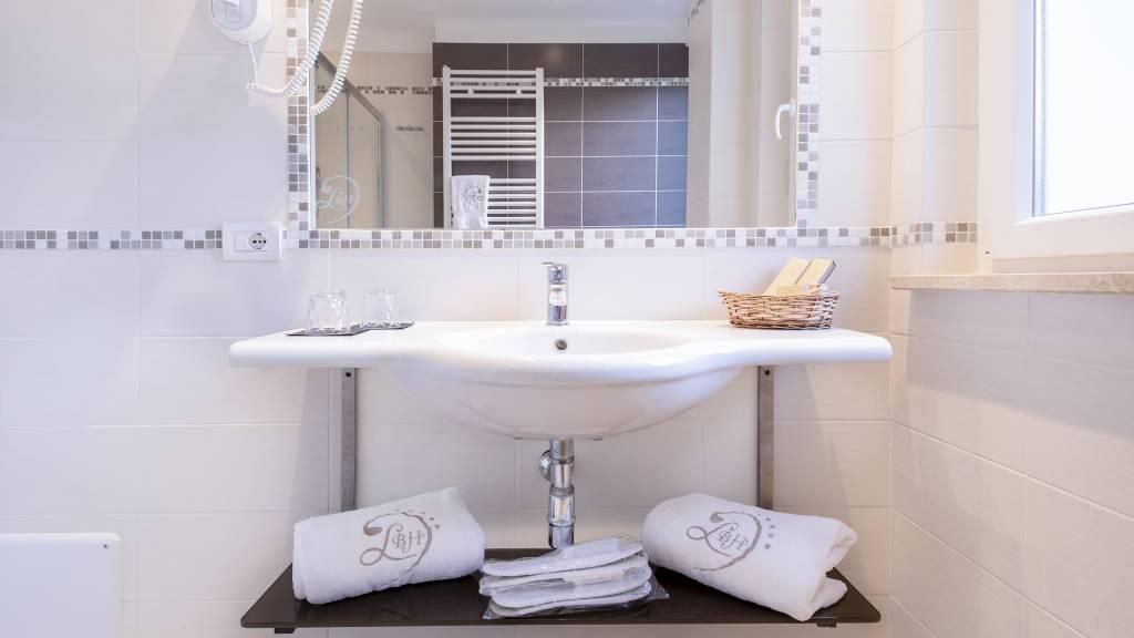 Ludwig-Boutique-Hotel-Bolsena-Details-Bad-1-2