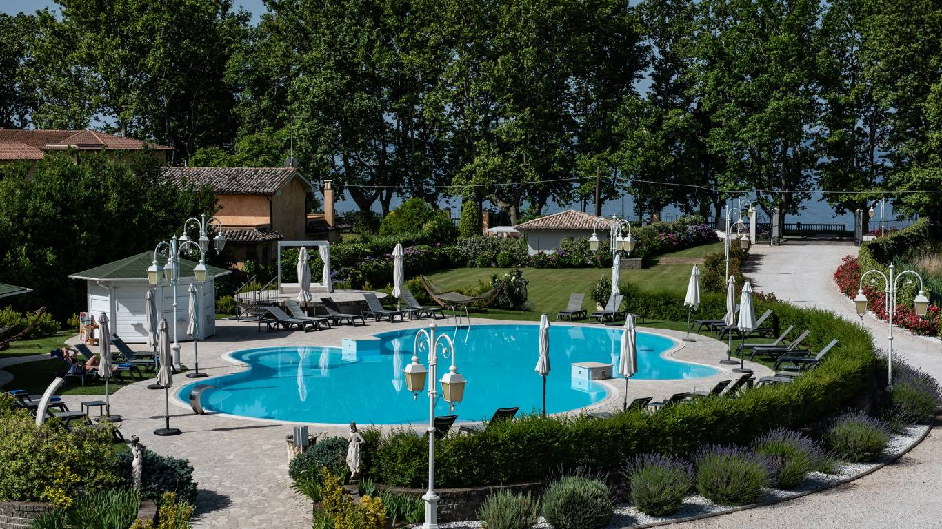 Ludwig-Boutique-Hotel-Bolsena-внешних-бассейн-CRI4746