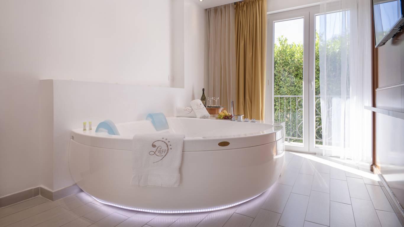 Ludwig-Boutique-Hotel-Bolsena-детали-ванну-джакузи-1