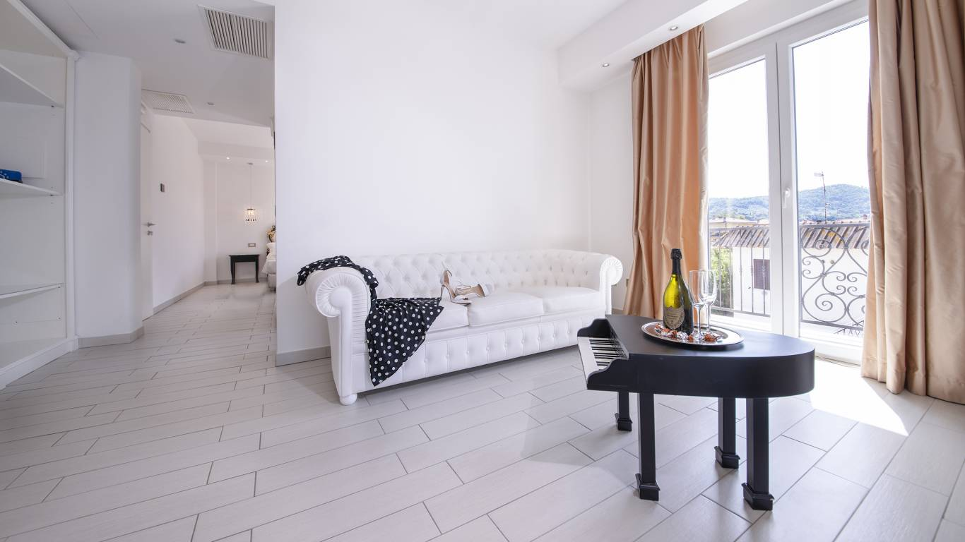Ludwig-Boutique-Hotel-Bolsena-комната-suite-deluxe-spa-1-7