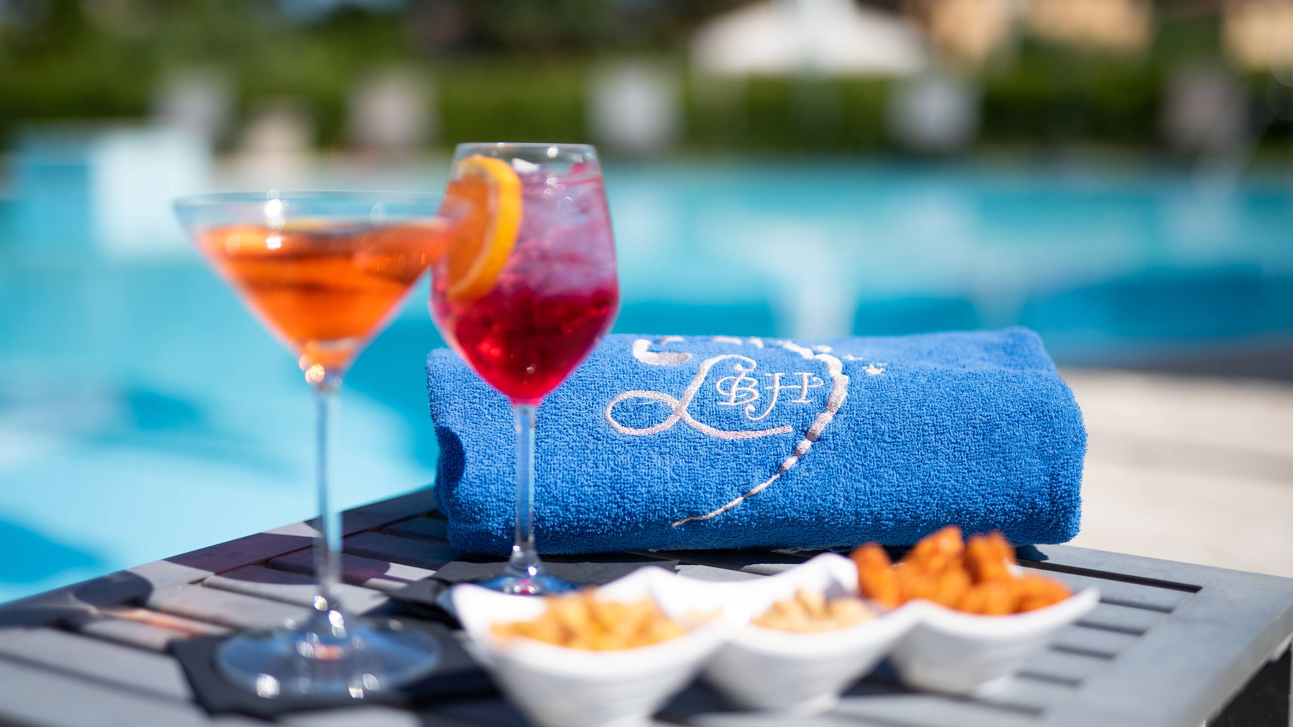 Ludwig-Boutique-Hotel-Bolsena-Details-Schwimmbad-Aperitif-CRI4656